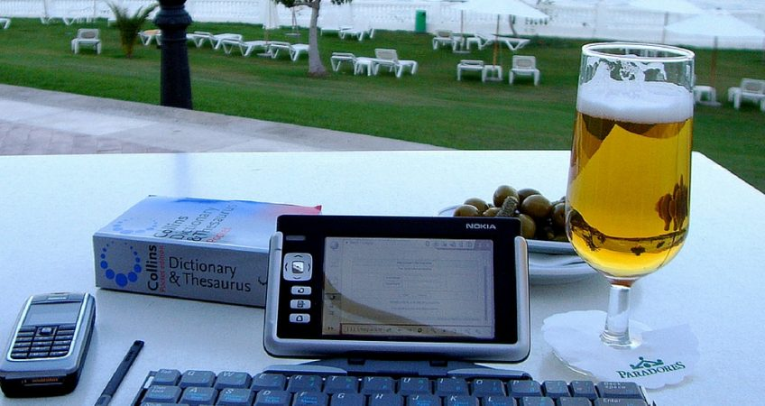 Running offshore laptop business while on the beach