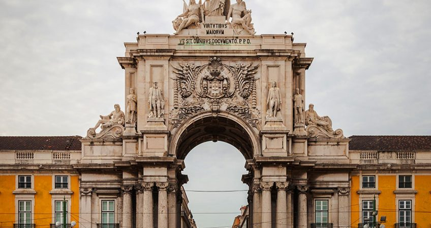 Real Estate in Lisbon includes landmarks like the grand Arco Triunfal.