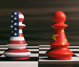 USA and China flags on chess pieces